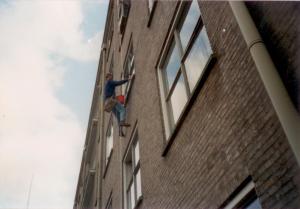Willem van Geelen van schoonmaakbedrijf USGB Schoonmaakdiensten BV 25 jaar geleden aan het werk